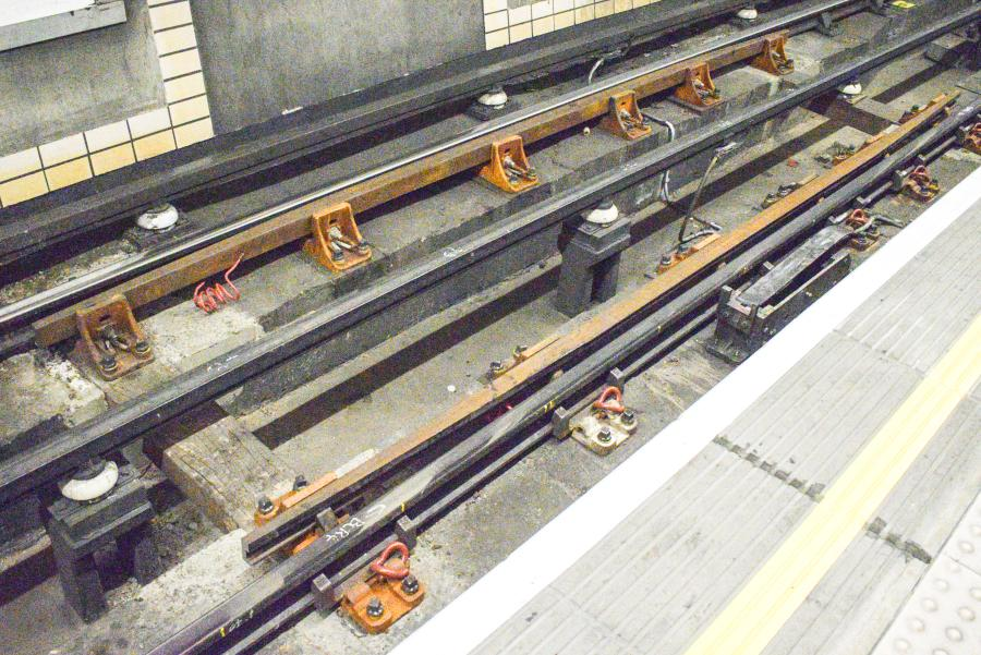 DSC 0020 - Rare mixed tube track at Baker St #2