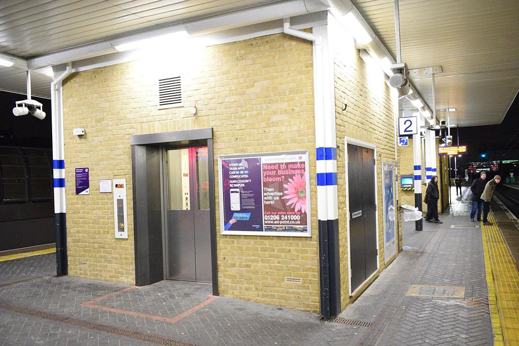 DSC 0125 - New lifts at Finsbury Park tube