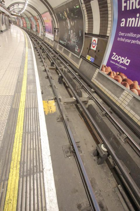 IMG 9617 - Rare mixed tube track at Baker St #2