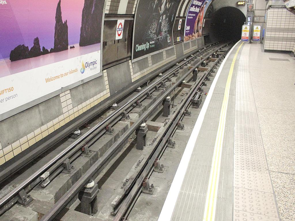 IMG 9658 - Rare mixed tube track at Baker St #2