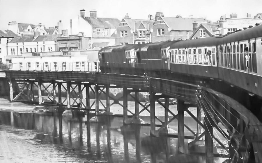 CCI23042020 0161 - Trains no more across the River Taw