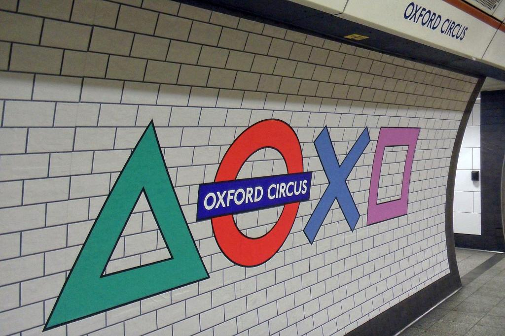 SAM 0888 - PlayStation on the tube!